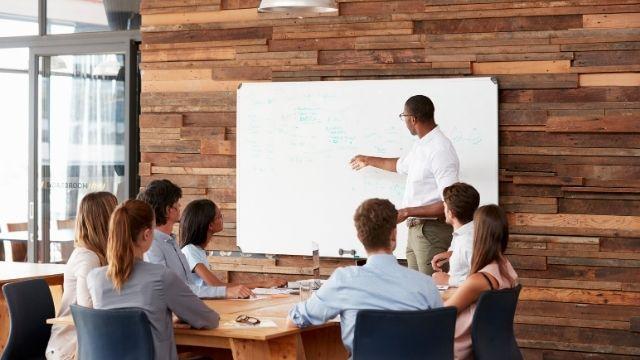 大学生がプレゼンテーションを成功させる手法:PREP法の手順