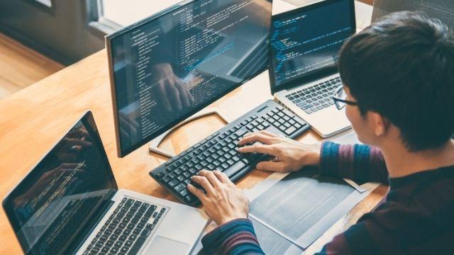 大学生がプログラミングを学ぶ最適な手順