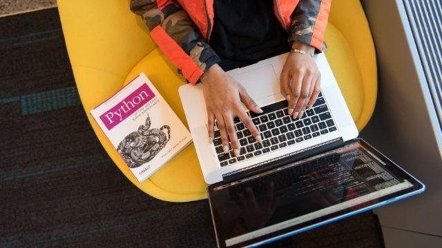 【悲報】大学生でプログラミングを始めても9割以上は挫折する話